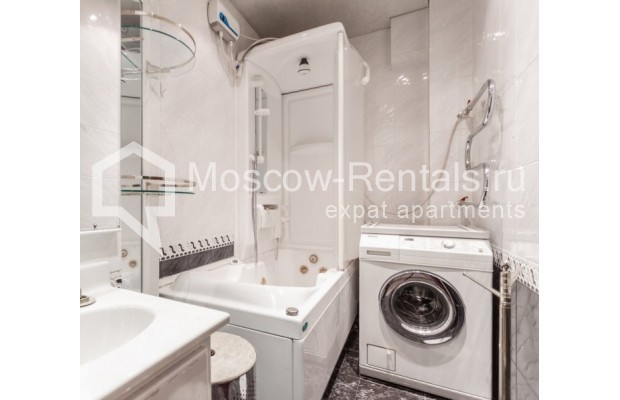 """Photo #11 3-room (2 BR) apartment for <a href=""""http://moscow-rentals.ru/en/articles/long-term-rent"""" target=""""_blank"""">a long-term</a> rent  in Russia, Moscow, Kazakova str, 27"""