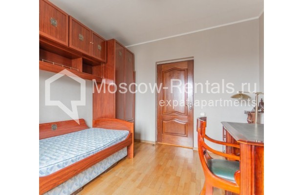 """Photo #8 3-room (2 BR) apartment for <a href=""""http://moscow-rentals.ru/en/articles/long-term-rent"""" target=""""_blank"""">a long-term</a> rent  in Russia, Moscow, Kazakova str, 27"""