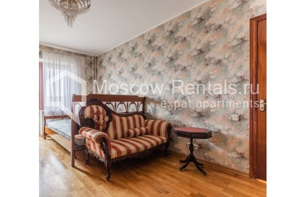"""Photo #6 3-room (2 BR) apartment for <a href=""""http://moscow-rentals.ru/en/articles/long-term-rent"""" target=""""_blank"""">a long-term</a> rent  in Russia, Moscow, Kazakova str, 27"""