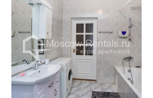 """Photo #8 3-room (2 BR) apartment for <a href=""""http://moscow-rentals.ru/en/articles/long-term-rent"""" target=""""_blank"""">a long-term</a> rent  in Russia, Moscow, Prospect Mira, 74С1"""