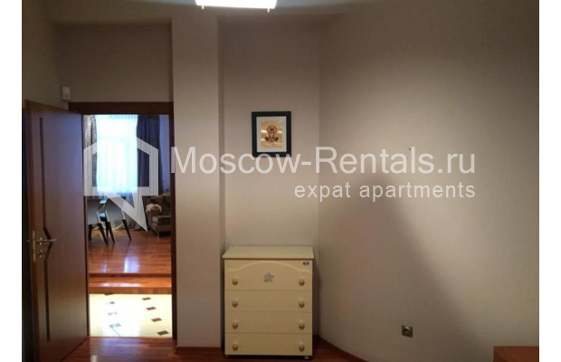 """Photo #11 3-room (2 BR) apartment for <a href=""""http://moscow-rentals.ru/en/articles/long-term-rent"""" target=""""_blank"""">a long-term</a> rent  in Russia, Moscow, Kosmodamianskaya emb, 40/42с3"""