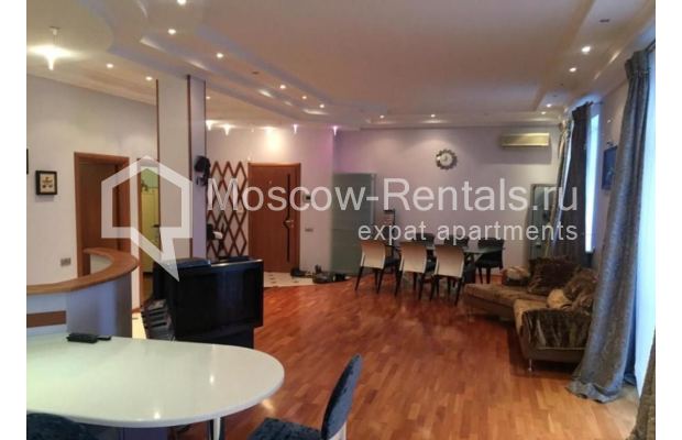 """Photo #1 3-room (2 BR) apartment for <a href=""""http://moscow-rentals.ru/en/articles/long-term-rent"""" target=""""_blank"""">a long-term</a> rent  in Russia, Moscow, Kosmodamianskaya emb, 40/42с3"""