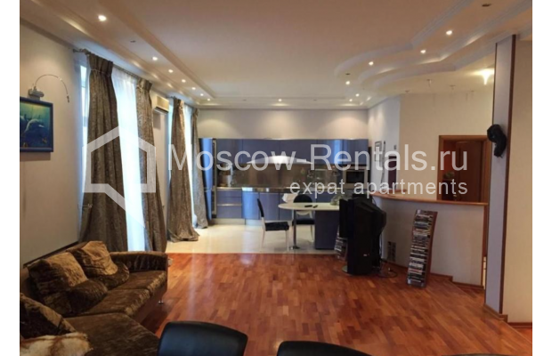 """Photo #2 3-room (2 BR) apartment for <a href=""""http://moscow-rentals.ru/en/articles/long-term-rent"""" target=""""_blank"""">a long-term</a> rent  in Russia, Moscow, Kosmodamianskaya emb, 40/42с3"""