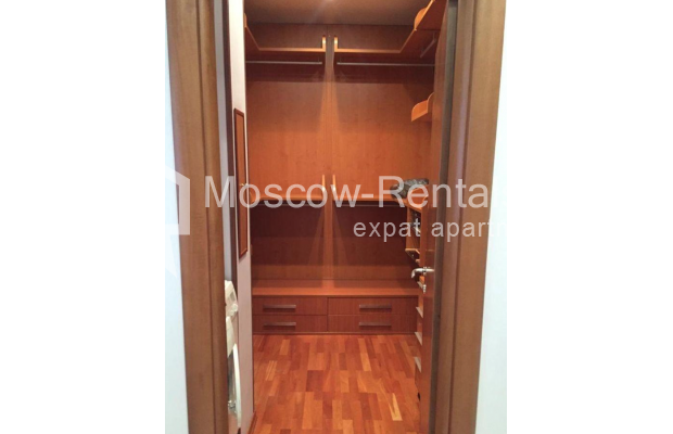 """Photo #14 3-room (2 BR) apartment for <a href=""""http://moscow-rentals.ru/en/articles/long-term-rent"""" target=""""_blank"""">a long-term</a> rent  in Russia, Moscow, Kosmodamianskaya emb, 40/42с3"""