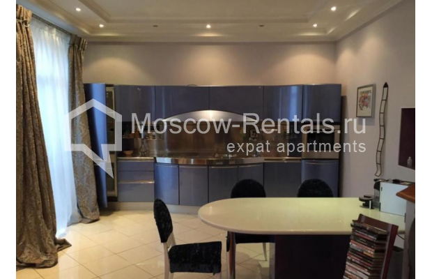 """Photo #3 3-room (2 BR) apartment for <a href=""""http://moscow-rentals.ru/en/articles/long-term-rent"""" target=""""_blank"""">a long-term</a> rent  in Russia, Moscow, Kosmodamianskaya emb, 40/42с3"""