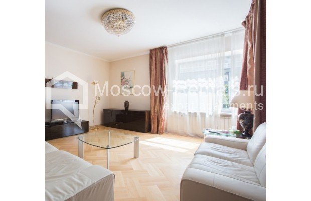 """Photo #1 3-room (2 BR) apartment for <a href=""""http://moscow-rentals.ru/en/articles/long-term-rent"""" target=""""_blank"""">a long-term</a> rent  in Russia, Moscow, Daev lane, 5"""