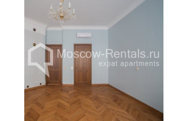 "Photo #6 3-room (2 BR) apartment for <a href=""http://moscow-rentals.ru/en/articles/long-term-rent"" target=""_blank"">a long-term</a> rent  in Russia, Moscow, Gusyatnikov lane, 4С4"