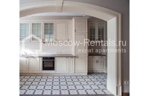 "Photo #4 3-room (2 BR) apartment for <a href=""http://moscow-rentals.ru/en/articles/long-term-rent"" target=""_blank"">a long-term</a> rent  in Russia, Moscow, Gusyatnikov lane, 4С4"