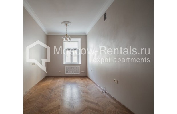 "Photo #7 3-room (2 BR) apartment for <a href=""http://moscow-rentals.ru/en/articles/long-term-rent"" target=""_blank"">a long-term</a> rent  in Russia, Moscow, Gusyatnikov lane, 4С4"