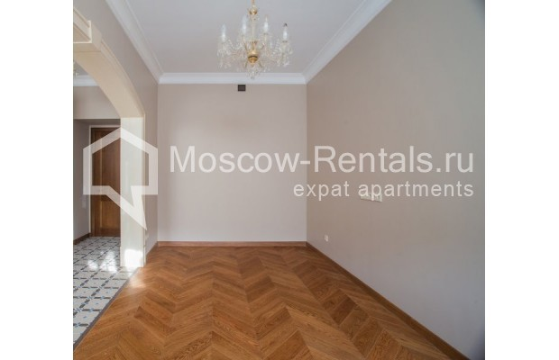 "Photo #3 3-room (2 BR) apartment for <a href=""http://moscow-rentals.ru/en/articles/long-term-rent"" target=""_blank"">a long-term</a> rent  in Russia, Moscow, Gusyatnikov lane, 4С4"