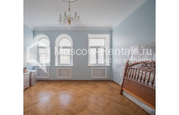 "Photo #5 3-room (2 BR) apartment for <a href=""http://moscow-rentals.ru/en/articles/long-term-rent"" target=""_blank"">a long-term</a> rent  in Russia, Moscow, Gusyatnikov lane, 4С4"