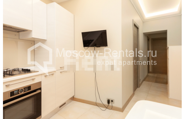 """Photo #3 3-room (2 BR) apartment for <a href=""""http://moscow-rentals.ru/en/articles/long-term-rent"""" target=""""_blank"""">a long-term</a> rent  in Russia, Moscow, B. Levshinskyi lane, 3/5"""