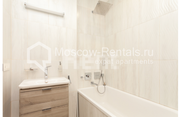 """Photo #10 3-room (2 BR) apartment for <a href=""""http://moscow-rentals.ru/en/articles/long-term-rent"""" target=""""_blank"""">a long-term</a> rent  in Russia, Moscow, B. Levshinskyi lane, 3/5"""