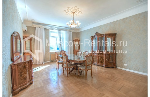 """Photo #1 3-room (2 BR) apartment for <a href=""""http://moscow-rentals.ru/en/articles/long-term-rent"""" target=""""_blank"""">a long-term</a> rent  in Russia, Moscow, Tarasa Shevchenko emb, 1"""