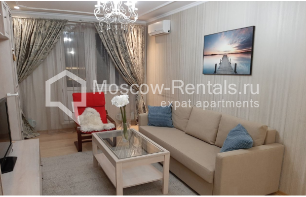 """Photo #1 3-room (2 BR) apartment for <a href=""""http://moscow-rentals.ru/en/articles/long-term-rent"""" target=""""_blank"""">a long-term</a> rent  in Russia, Moscow, B. Spasskaya str, 31"""