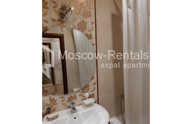"""Photo #16 3-room (2 BR) apartment for <a href=""""http://moscow-rentals.ru/en/articles/long-term-rent"""" target=""""_blank"""">a long-term</a> rent  in Russia, Moscow, B. Spasskaya str, 31"""