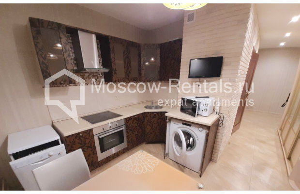 """Photo #13 3-room (2 BR) apartment for <a href=""""http://moscow-rentals.ru/en/articles/long-term-rent"""" target=""""_blank"""">a long-term</a> rent  in Russia, Moscow, B. Spasskaya str, 31"""