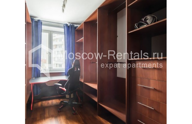 """Photo #11 3-room (2 BR) apartment for <a href=""""http://moscow-rentals.ru/en/articles/long-term-rent"""" target=""""_blank"""">a long-term</a> rent  in Russia, Moscow, Novolesnoi lane, 5"""