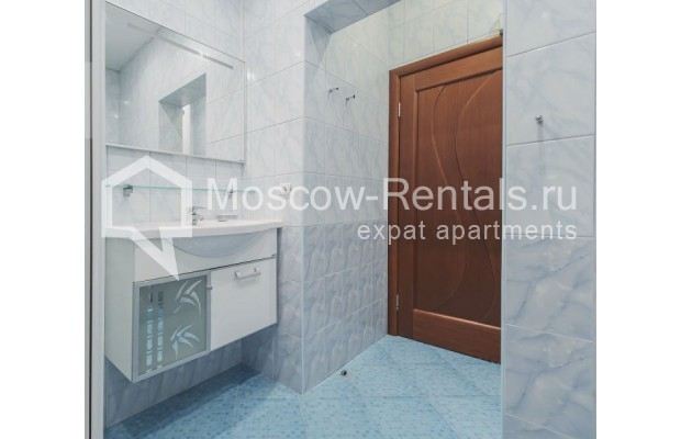 """Photo #15 3-room (2 BR) apartment for <a href=""""http://moscow-rentals.ru/en/articles/long-term-rent"""" target=""""_blank"""">a long-term</a> rent  in Russia, Moscow, Novolesnoi lane, 5"""