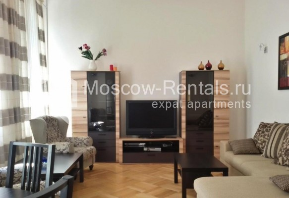 "Photo #1 3-room (2 BR) apartment <u>for a long-term rent</u> (<a href=""http://moscow-rentals.ru/en/articles/long-term-rent"" target=""_blank"">FAQ</a>)    in Russia, Moscow, Neglinnaya str, 18/1"
