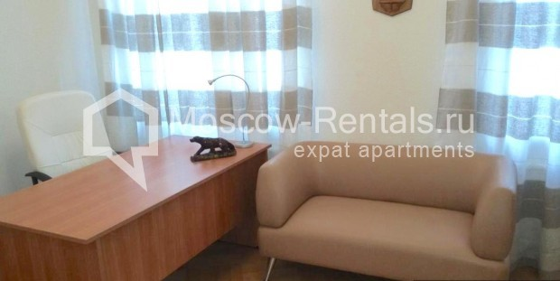 "Photo #6 3-room (2 BR) apartment <u>for a long-term rent</u> (<a href=""http://moscow-rentals.ru/en/articles/long-term-rent"" target=""_blank"">FAQ</a>)    in Russia, Moscow, Neglinnaya str, 18/1"