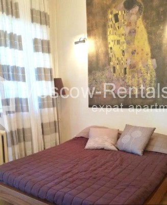 "Photo #4 3-room (2 BR) apartment <u>for a long-term rent</u> (<a href=""http://moscow-rentals.ru/en/articles/long-term-rent"" target=""_blank"">FAQ</a>)    in Russia, Moscow, Neglinnaya str, 18/1"