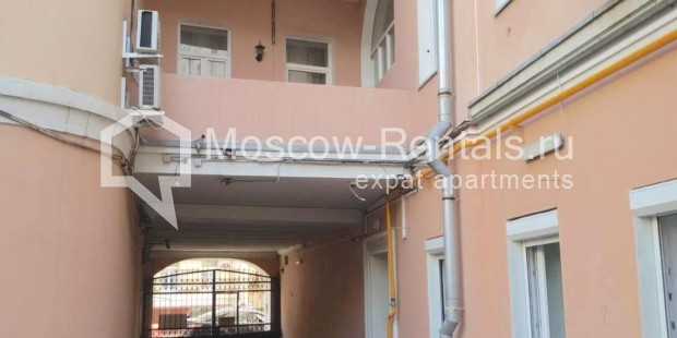 "Photo #9 3-room (2 BR) apartment <u>for a long-term rent</u> (<a href=""http://moscow-rentals.ru/en/articles/long-term-rent"" target=""_blank"">FAQ</a>)    in Russia, Moscow, Neglinnaya str, 18/1"