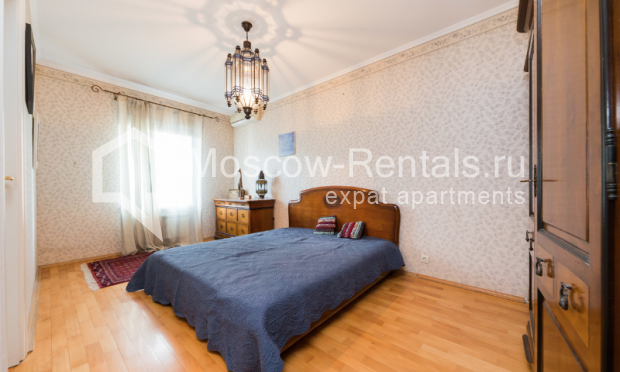 "Photo #8 3-room (2 BR) apartment for <a href=""http://moscow-rentals.ru/en/articles/long-term-rent"" target=""_blank"">a long-term</a> rent  in Russia, Moscow, Petrovka str, 26С2"