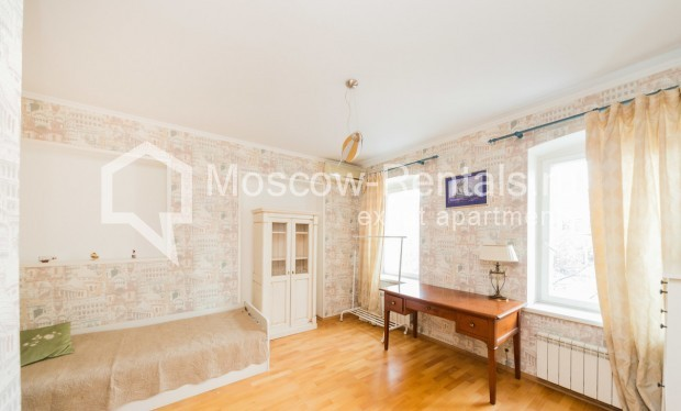 "Photo #5 3-room (2 BR) apartment for <a href=""http://moscow-rentals.ru/en/articles/long-term-rent"" target=""_blank"">a long-term</a> rent  in Russia, Moscow, Petrovka str, 26С2"