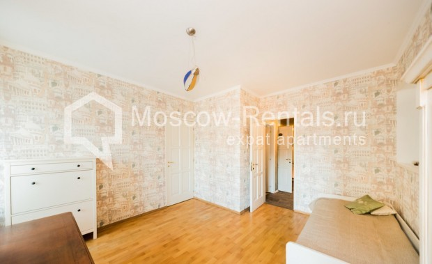 "Photo #6 3-room (2 BR) apartment for <a href=""http://moscow-rentals.ru/en/articles/long-term-rent"" target=""_blank"">a long-term</a> rent  in Russia, Moscow, Petrovka str, 26С2"