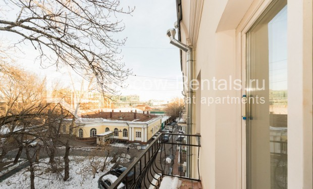 "Photo #11 3-room (2 BR) apartment for <a href=""http://moscow-rentals.ru/en/articles/long-term-rent"" target=""_blank"">a long-term</a> rent  in Russia, Moscow, Petrovka str, 26С2"