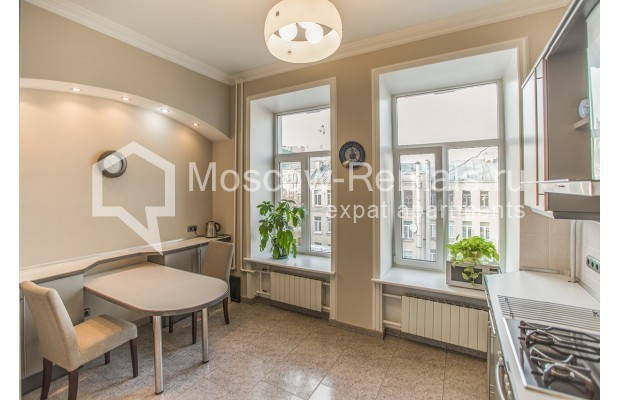 """Photo #7 3-room (2 BR) apartment for <a href=""""http://moscow-rentals.ru/en/articles/long-term-rent"""" target=""""_blank"""">a long-term</a> rent  in Russia, Moscow, 1st Kolobovsky lane, 10c1"""