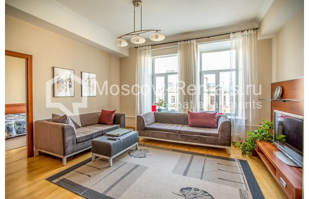"""Photo #1 3-room (2 BR) apartment for <a href=""""http://moscow-rentals.ru/en/articles/long-term-rent"""" target=""""_blank"""">a long-term</a> rent  in Russia, Moscow, 1st Kolobovsky lane, 10c1"""