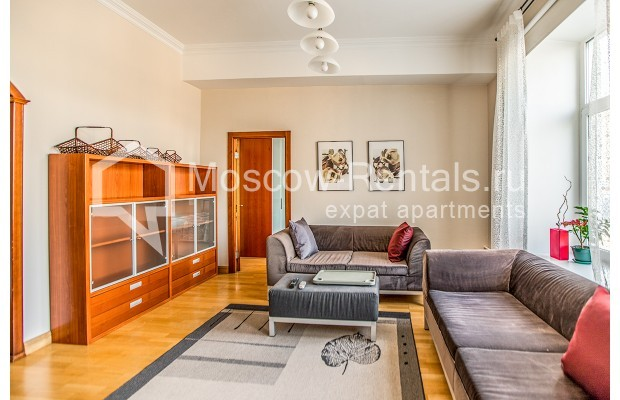 """Photo #3 3-room (2 BR) apartment for <a href=""""http://moscow-rentals.ru/en/articles/long-term-rent"""" target=""""_blank"""">a long-term</a> rent  in Russia, Moscow, 1st Kolobovsky lane, 10c1"""