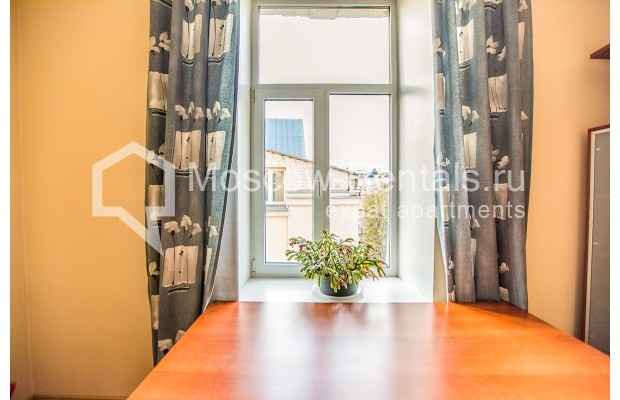 """Photo #14 3-room (2 BR) apartment for <a href=""""http://moscow-rentals.ru/en/articles/long-term-rent"""" target=""""_blank"""">a long-term</a> rent  in Russia, Moscow, 1st Kolobovsky lane, 10c1"""