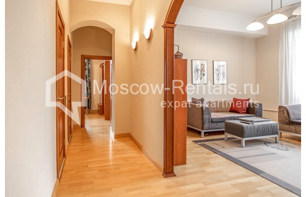 """Photo #5 3-room (2 BR) apartment for <a href=""""http://moscow-rentals.ru/en/articles/long-term-rent"""" target=""""_blank"""">a long-term</a> rent  in Russia, Moscow, 1st Kolobovsky lane, 10c1"""