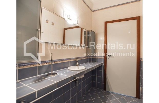 """Photo #17 4-room (3 BR) apartment for <a href=""""http://moscow-rentals.ru/en/articles/long-term-rent"""" target=""""_blank"""">a long-term</a> rent  in Russia, Moscow, Krasnoproletarskaya str, 7"""