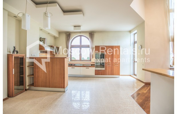 """Photo #7 4-room (3 BR) apartment for <a href=""""http://moscow-rentals.ru/en/articles/long-term-rent"""" target=""""_blank"""">a long-term</a> rent  in Russia, Moscow, Krasnoproletarskaya str, 7"""