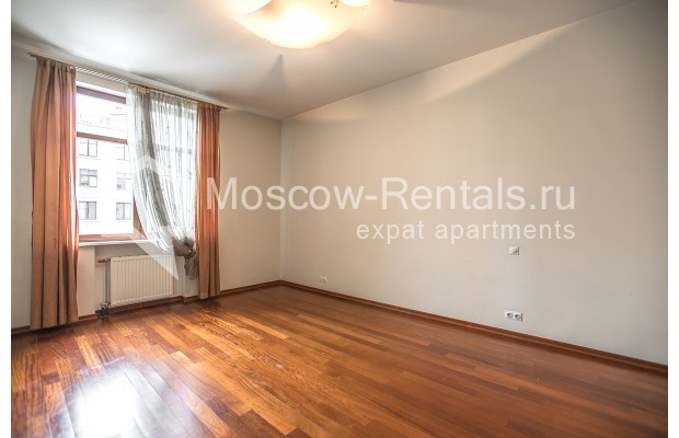 """Photo #11 4-room (3 BR) apartment for <a href=""""http://moscow-rentals.ru/en/articles/long-term-rent"""" target=""""_blank"""">a long-term</a> rent  in Russia, Moscow, Krasnoproletarskaya str, 7"""