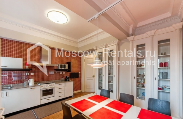 """Photo #6 3-room (2 BR) apartment for <a href=""""http://moscow-rentals.ru/en/articles/long-term-rent"""" target=""""_blank"""">a long-term</a> rent  in Russia, Moscow, Lubyansky proezd, 17"""