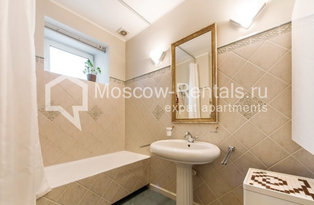 """Photo #19 3-room (2 BR) apartment for <a href=""""http://moscow-rentals.ru/en/articles/long-term-rent"""" target=""""_blank"""">a long-term</a> rent  in Russia, Moscow, Lubyansky proezd, 17"""