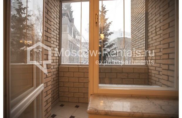 """Photo #3 4-room (3 BR) apartment for <a href=""""http://moscow-rentals.ru/en/articles/long-term-rent"""" target=""""_blank"""">a long-term</a> rent  in Russia, Moscow, Starokonushennyi lane, 32"""