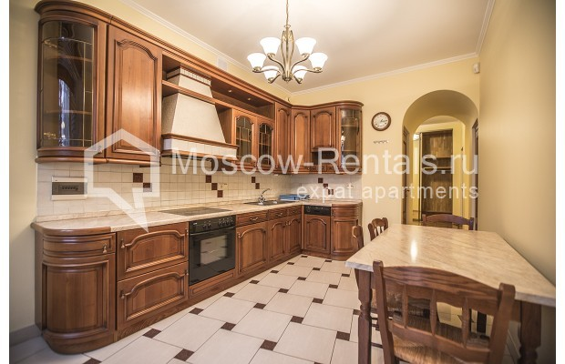 """Photo #2 4-room (3 BR) apartment for <a href=""""http://moscow-rentals.ru/en/articles/long-term-rent"""" target=""""_blank"""">a long-term</a> rent  in Russia, Moscow, Starokonushennyi lane, 32"""