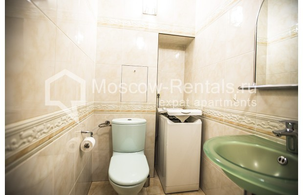 """Photo #9 4-room (3 BR) apartment for <a href=""""http://moscow-rentals.ru/en/articles/long-term-rent"""" target=""""_blank"""">a long-term</a> rent  in Russia, Moscow, Starokonushennyi lane, 32"""