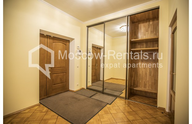"""Photo #10 4-room (3 BR) apartment for <a href=""""http://moscow-rentals.ru/en/articles/long-term-rent"""" target=""""_blank"""">a long-term</a> rent  in Russia, Moscow, Starokonushennyi lane, 32"""