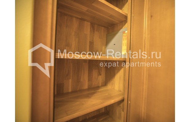 """Photo #12 4-room (3 BR) apartment for <a href=""""http://moscow-rentals.ru/en/articles/long-term-rent"""" target=""""_blank"""">a long-term</a> rent  in Russia, Moscow, Starokonushennyi lane, 32"""