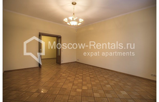 """Photo #14 4-room (3 BR) apartment for <a href=""""http://moscow-rentals.ru/en/articles/long-term-rent"""" target=""""_blank"""">a long-term</a> rent  in Russia, Moscow, Starokonushennyi lane, 32"""