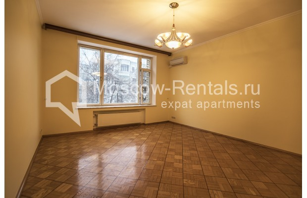 """Photo #15 4-room (3 BR) apartment for <a href=""""http://moscow-rentals.ru/en/articles/long-term-rent"""" target=""""_blank"""">a long-term</a> rent  in Russia, Moscow, Starokonushennyi lane, 32"""