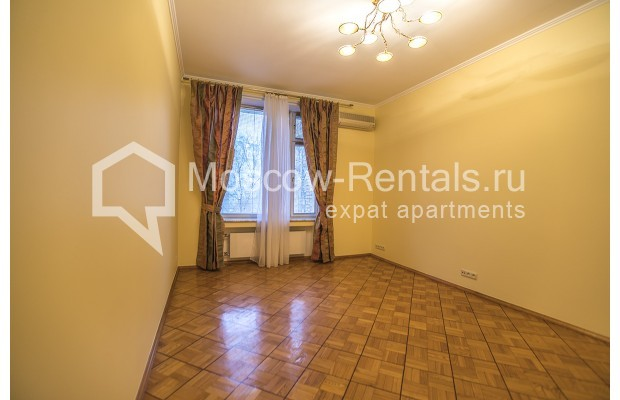 """Photo #16 4-room (3 BR) apartment for <a href=""""http://moscow-rentals.ru/en/articles/long-term-rent"""" target=""""_blank"""">a long-term</a> rent  in Russia, Moscow, Starokonushennyi lane, 32"""