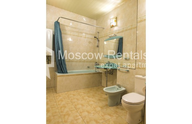 """Photo #7 4-room (3 BR) apartment for <a href=""""http://moscow-rentals.ru/en/articles/long-term-rent"""" target=""""_blank"""">a long-term</a> rent  in Russia, Moscow, Starokonushennyi lane, 32"""